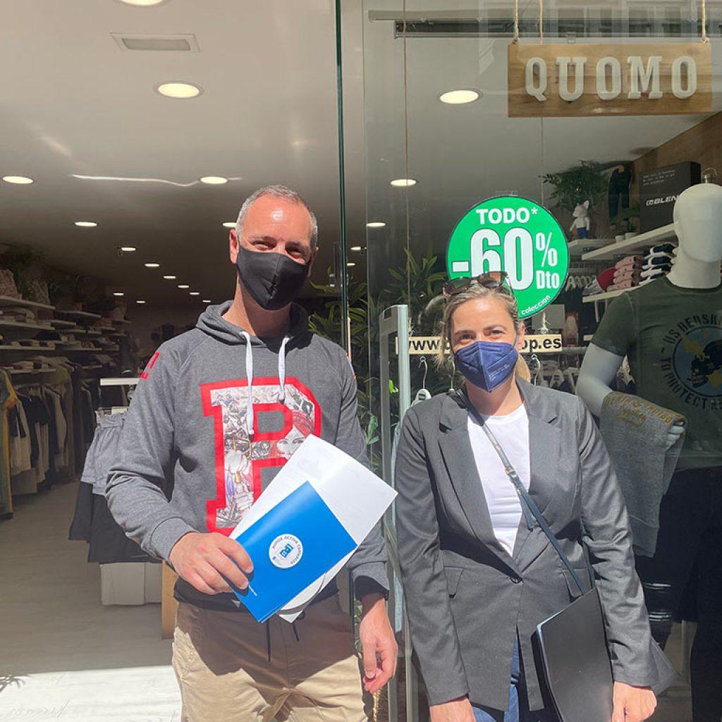 AEMPE distribuye los distintivos de la campaña Bono Activa Comercio